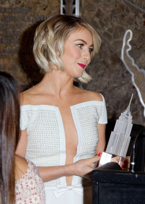 Julianne Hough at Empire State Building -08