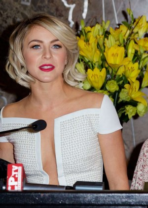Julianne Hough at Empire State Building -09