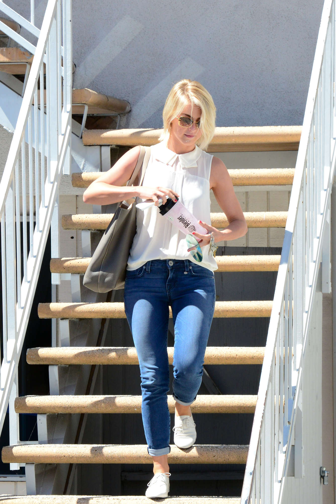 http://www.gotceleb.com/wp-content/uploads/celebrities/julianne-hough/in-jeans-at-an-acting-class-in-studio-city/Julianne-Hough---In-jeans--10.jpg Julianne