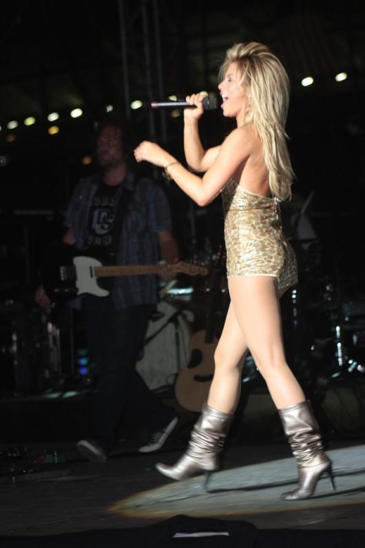 julianne-hough-live-performing-at-riverfront-park-in-nashville-17
