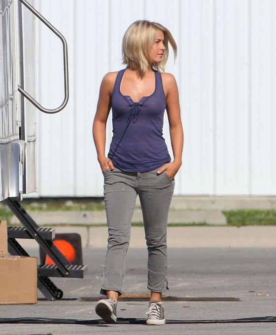 Julianne Hough On The Set Of Safe Haven 05 Gotceleb