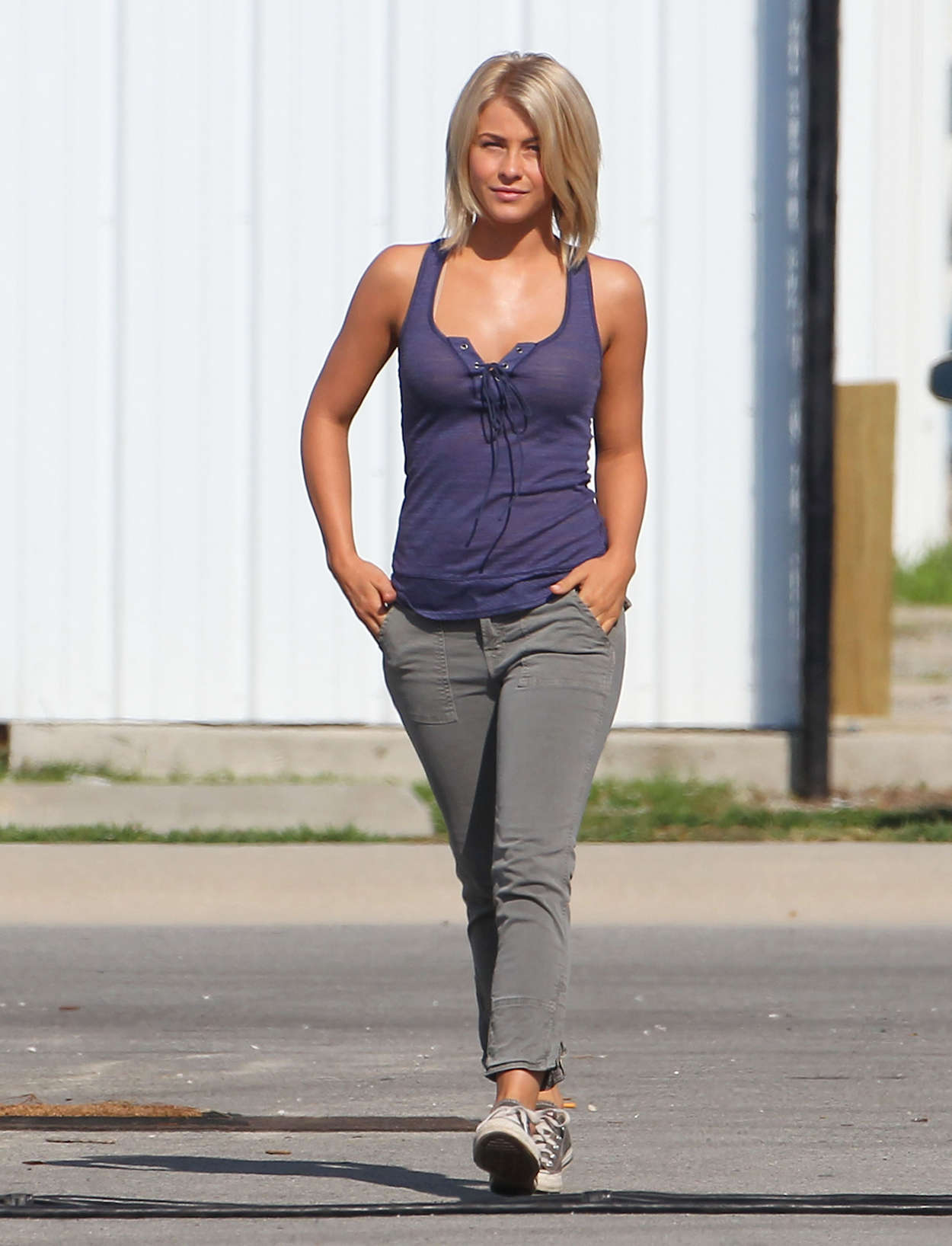 Julianne Hough On The Set Of Safe Haven 09 Gotceleb