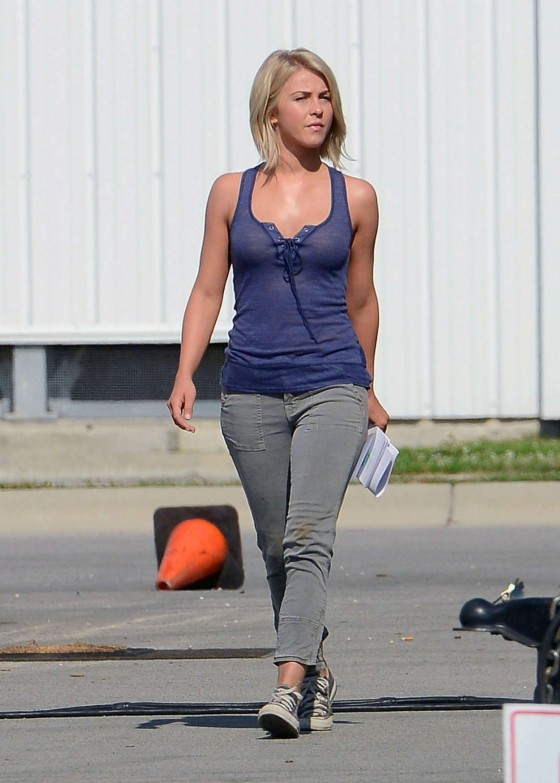 Julianne Hough 2012 : Julianne Hough – on the set of Safe Haven-13