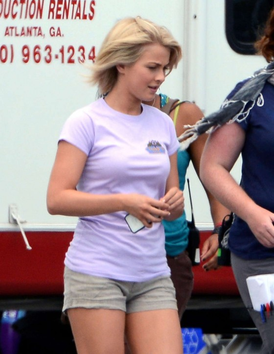 "Julianne Hough - On the set of ""Safe Haven"""