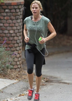 Julie Bowen in Leggings Jogging in Los Angeles