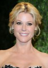 Julie Bowen - Oscar 2013 - Vanity Fair Party-01