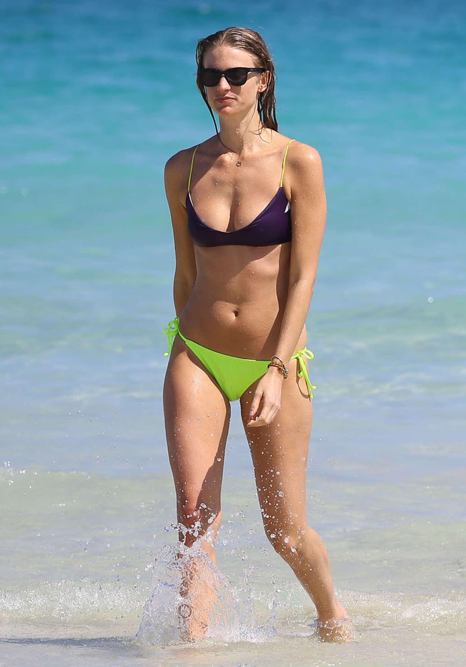 Flea Market Miami >> Julie Henderson Bikini Photos: 2014 Miami -01 | GotCeleb