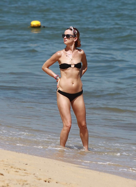 Juliette Lewis Hot in Black Bikini on the Beach in Mexico
