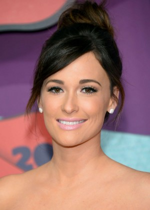 Kacey Musgraves: 2014 CMT Music Awards -02