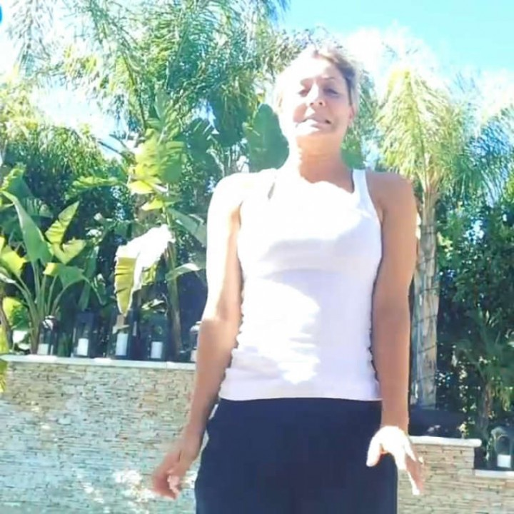 Kaley Cuoco Doing The ALS Ice Bucket Challenge -01