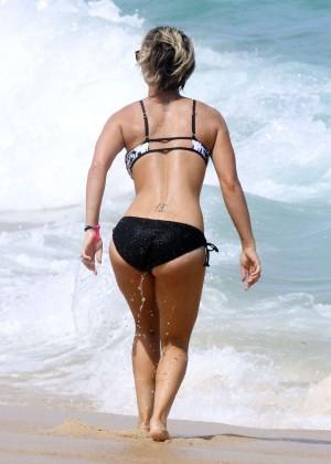 Kaley Cuoco in bikini 2014 -12