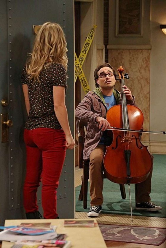 Kaley Cuoco - In jeans in The Big Bang Theory