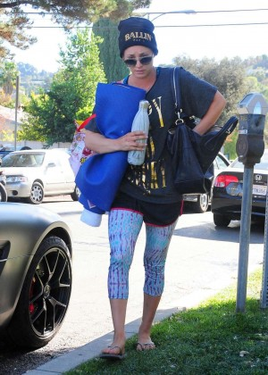 Kaley Cuoco in Spandex Leaves Her Yoga Class in LA
