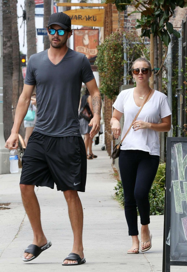Kaley Cuoco – Out for lunch with Ryan Sweeting in Venice