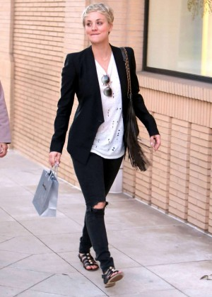 Kaley Cuoco in Ripped Jeans at Barneys New York in Beverly Hills