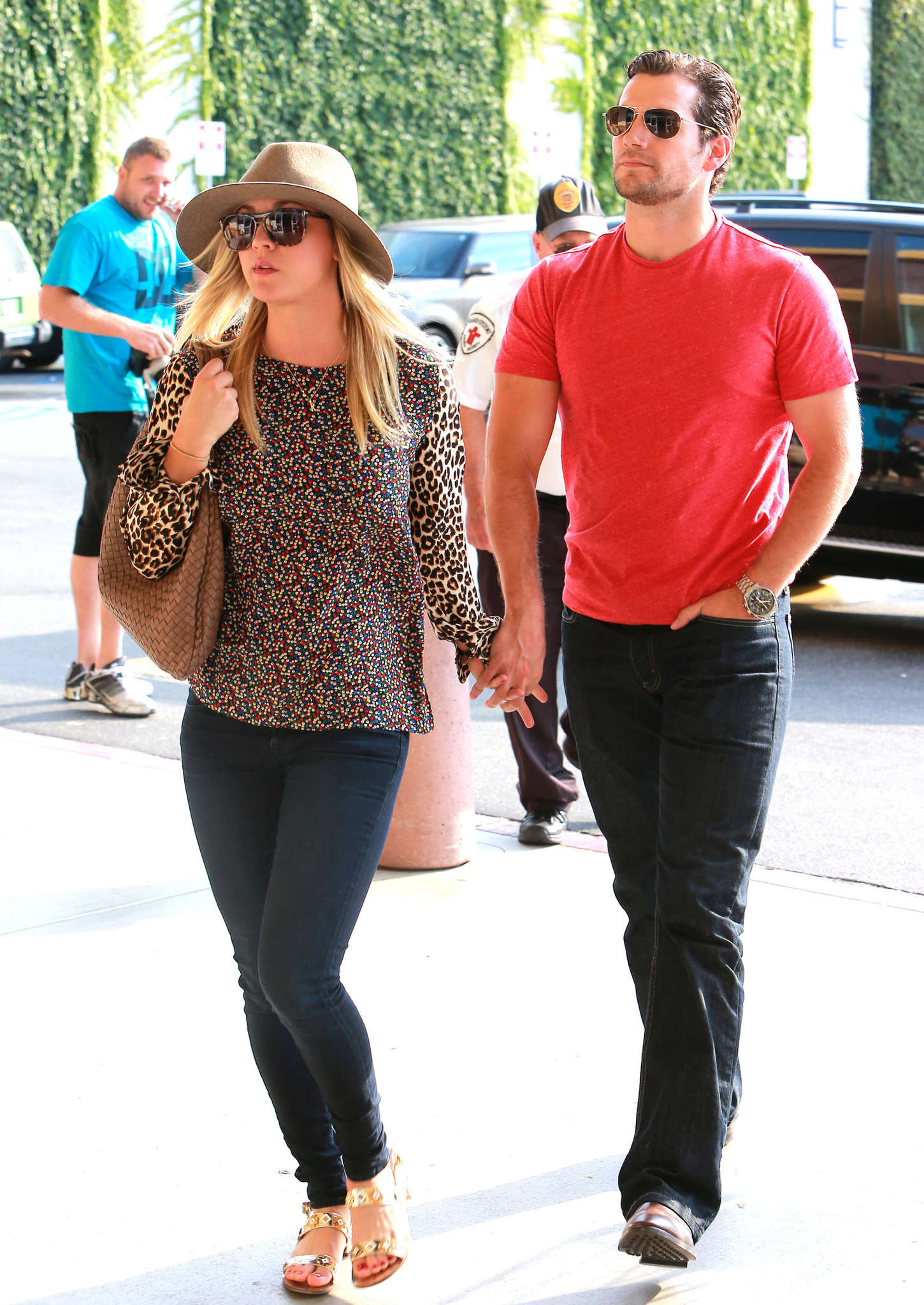 kaley cuoco shopping with henry cavill man of steel17