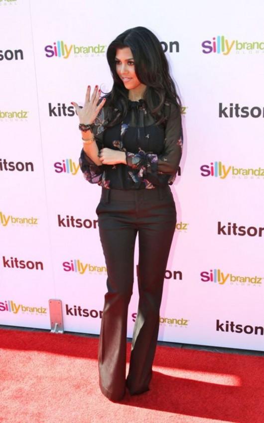 kardashian-sisters-at-the-kitson-shop-03