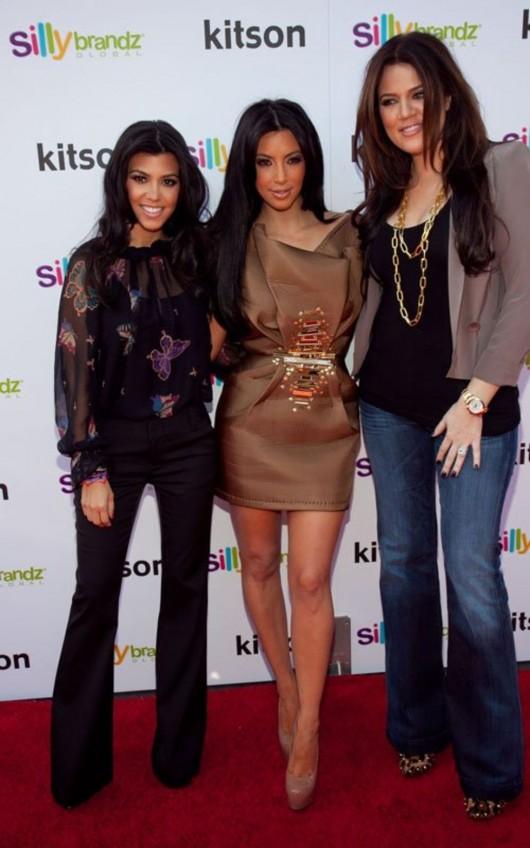 kardashian-sisters-at-the-kitson-shop-07