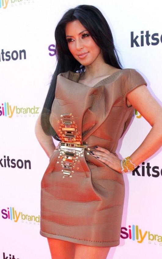 kardashian-sisters-at-the-kitson-shop-15