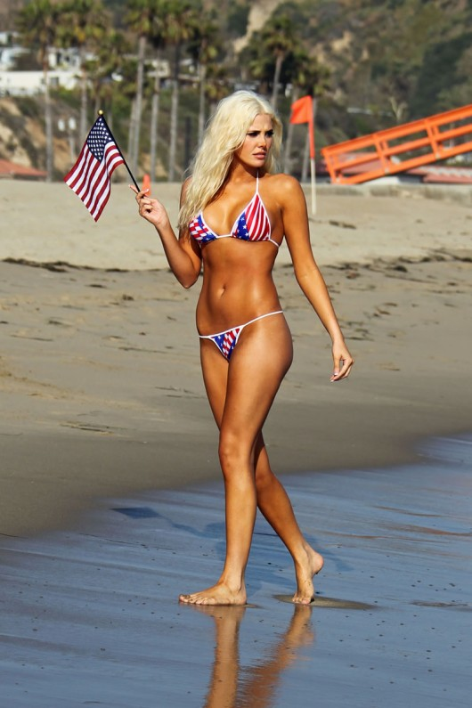 karissa-shannon-bikini-thong-candids-happy-4th-04