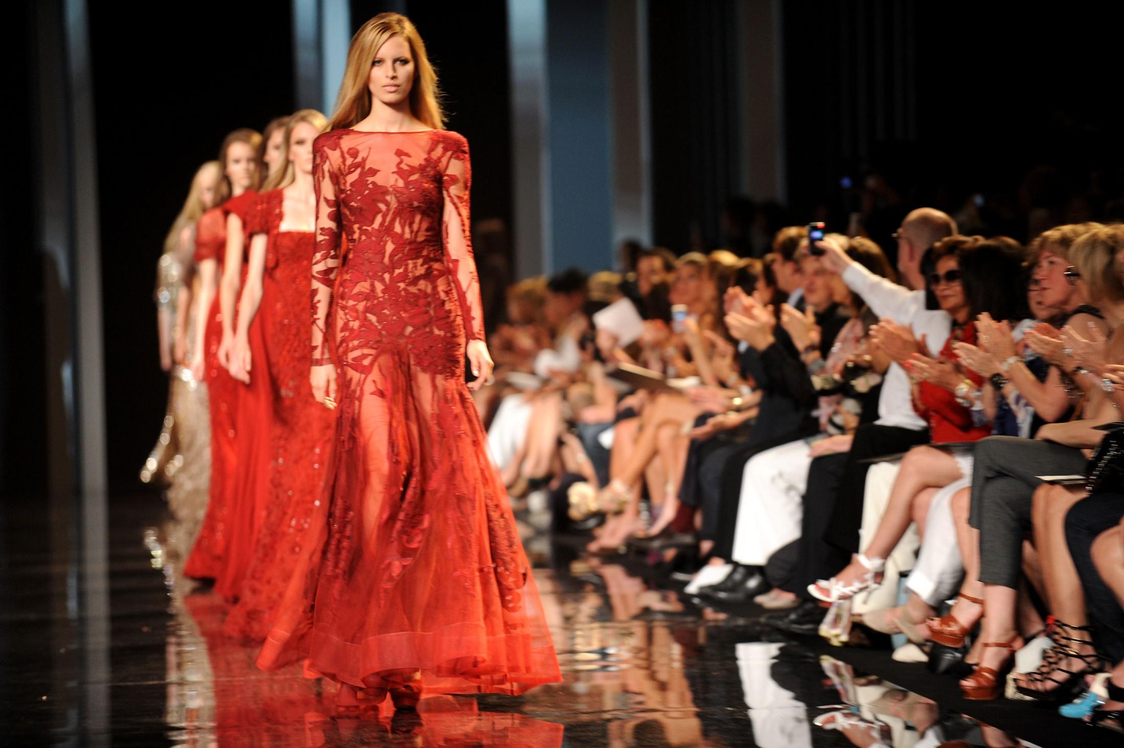 karolina kurkova 2010 2011 fashion show elie saab haute