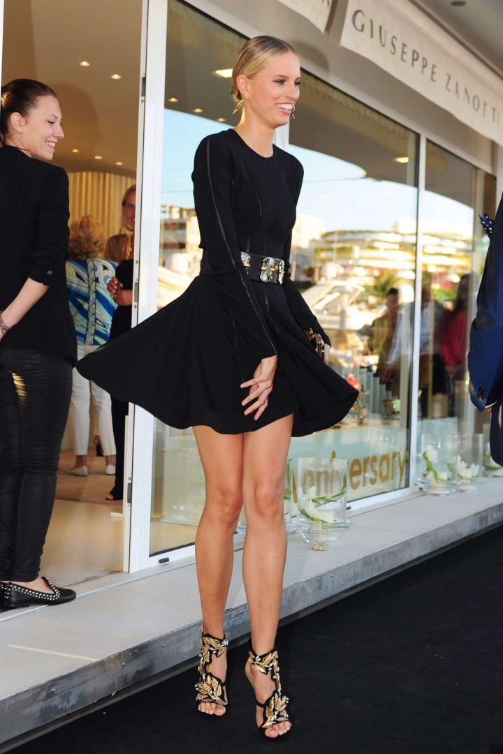 Selena gomez black dresses in who says