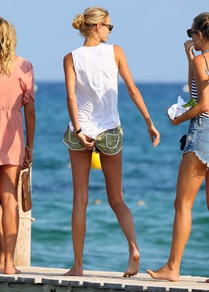 Karolina Kurkova in shorts leaving Club 55 in St. Tropez-02
