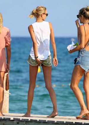 Karolina Kurkova in shorts leaving Club 55 in St. Tropez-05