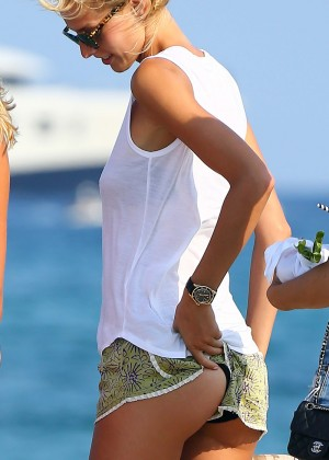 Karolina Kurkova in shorts leaving Club 55 in St. Tropez