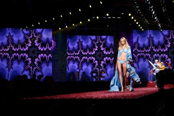 Karolina Kurkova at Milan Fashion Week 2013-02