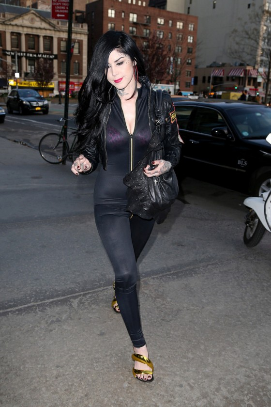 Kat Von D at Barnes and Noble book store in New York -06