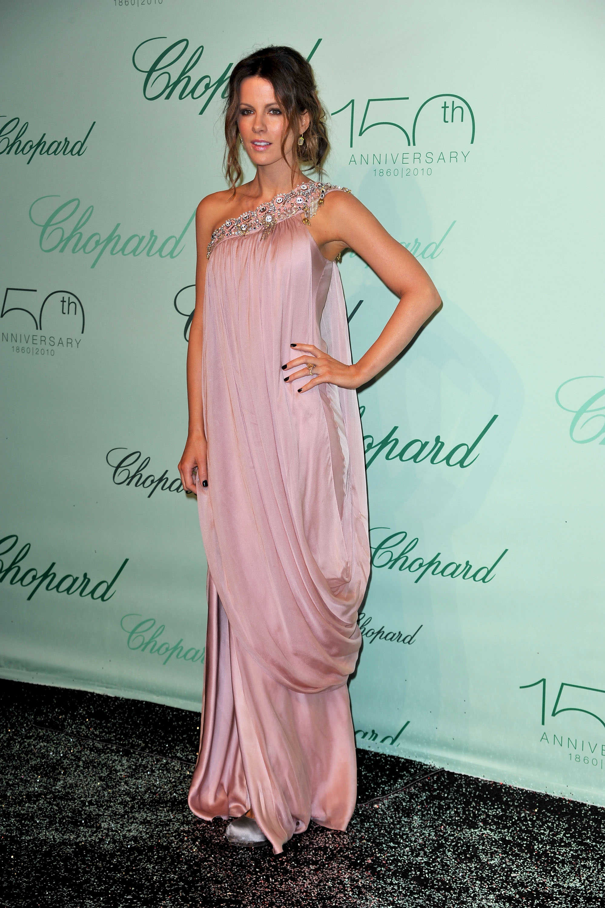 Kate Beckinsale 2010 : kate-beckinsale-at-chopard-150th-anniversary-party-in-cannes-2010-hq-12