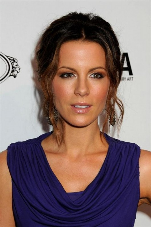 kate-beckinsale-at-tods-beverly-hills-reopening-03