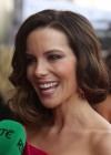 Kate Beckinsale hot in pink dress-02