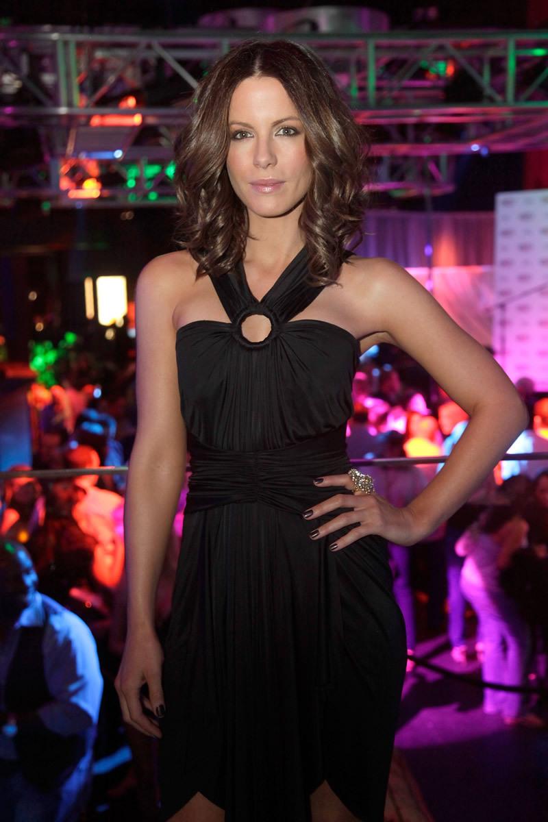 Kate Beckinsale 2010 : kate-beckinsale-conde-nast-traveler-hot-list-party-haze-nightclub-in-lv-07
