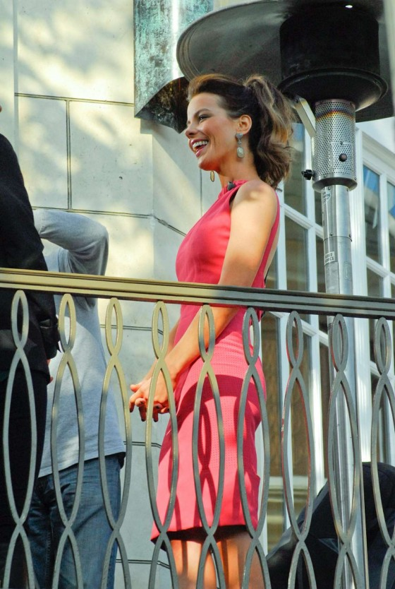 Kate Beckinsale In Pink Dress-03
