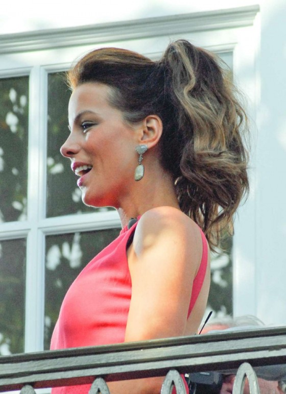 Kate Beckinsale In Pink Dress-06