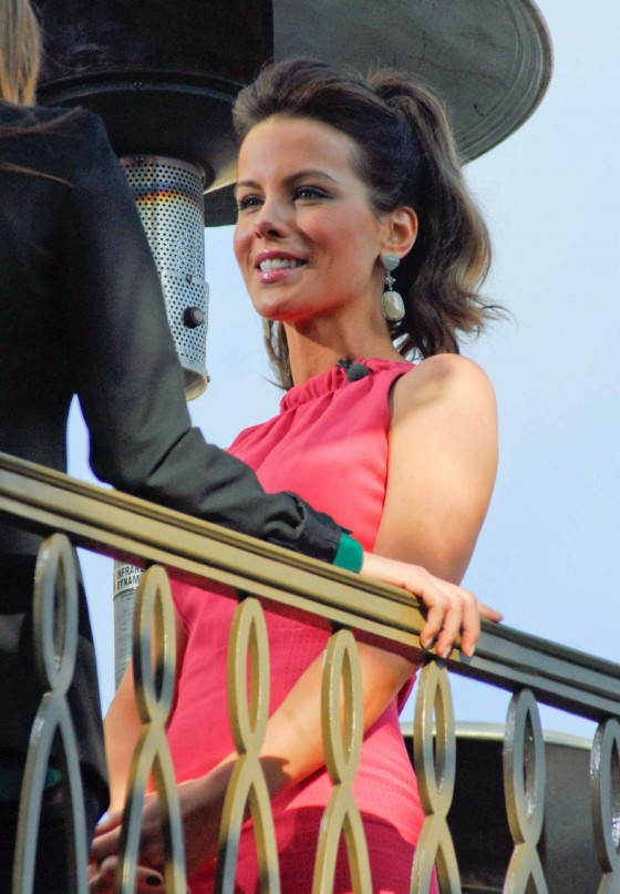 Kate Beckinsale In Pink Dress-07