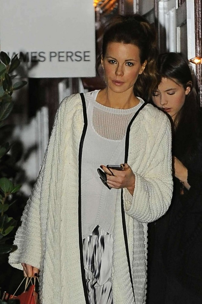 Kate Beckinsale - Leaving the Brentwood Country Mart in California
