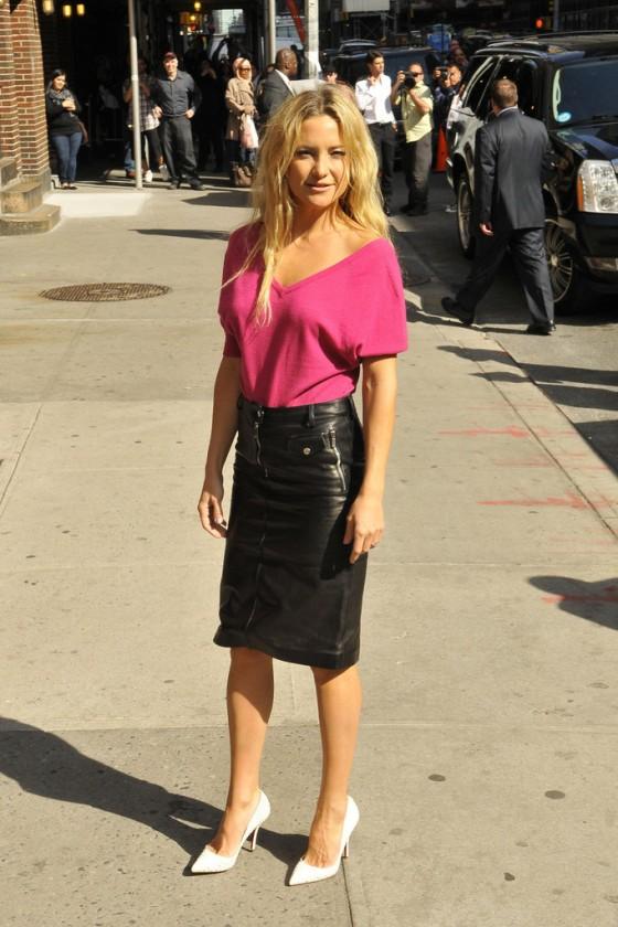 kate hudson in black leather mini skirt 05 gotceleb
