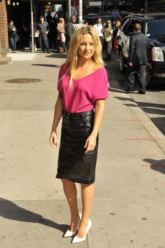 kate hudson in black leather mini skirt 26 gotceleb
