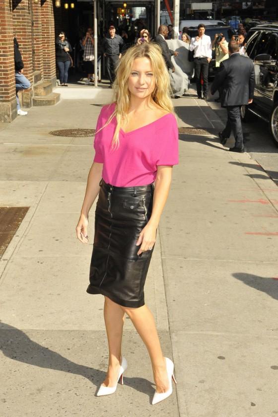 kate hudson in black leather mini skirt 33 gotceleb