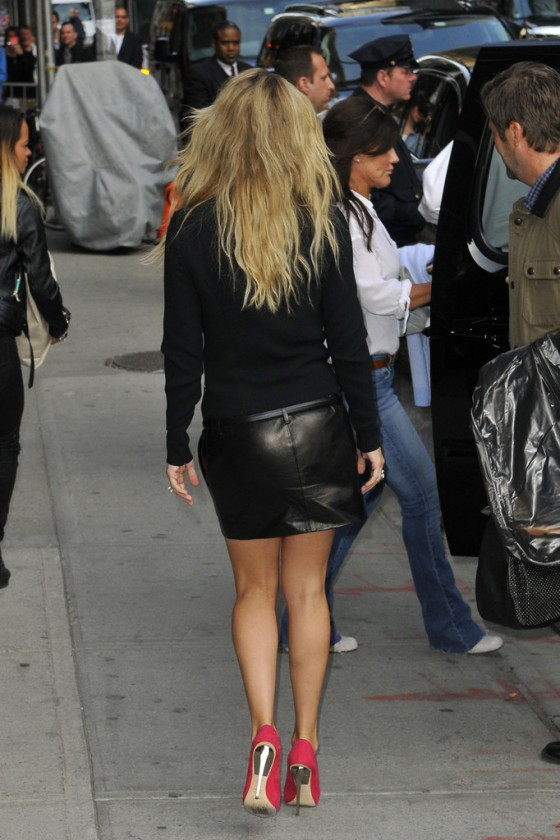 kate hudson in black leather mini skirt 36 gotceleb