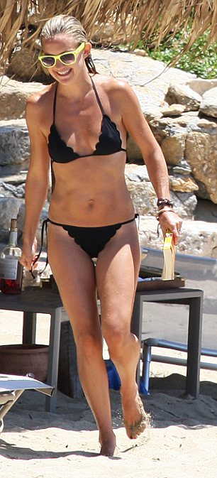 Kate Hudson – Bikini in Greece-02