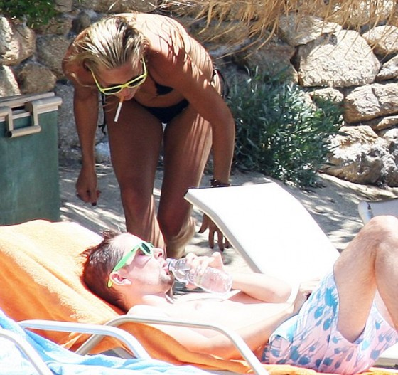Kate Hudson – Bikini in Greece-03