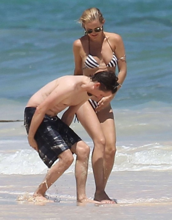 Kate Hudson – Bikini in Mexico-13
