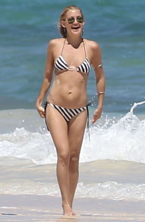Kate Hudson - Bikini candids in Mexico