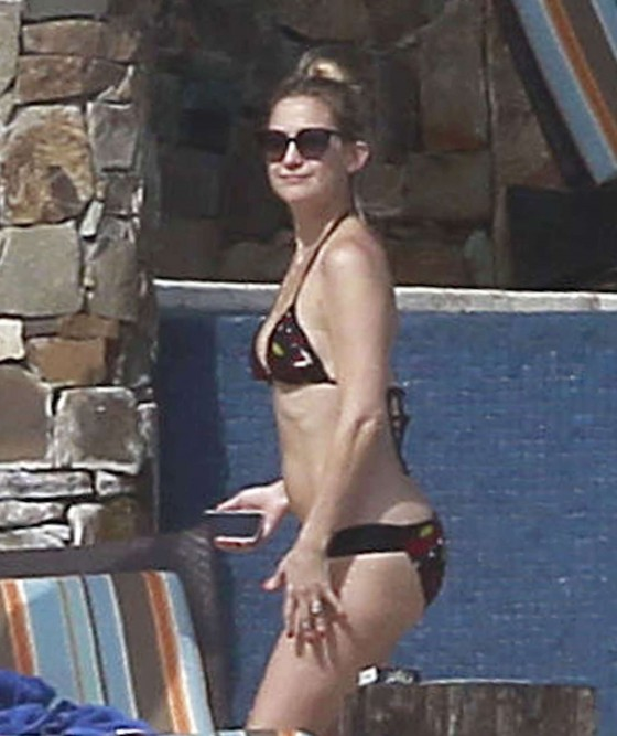 Kate Hudson Bikini In Mexico-08