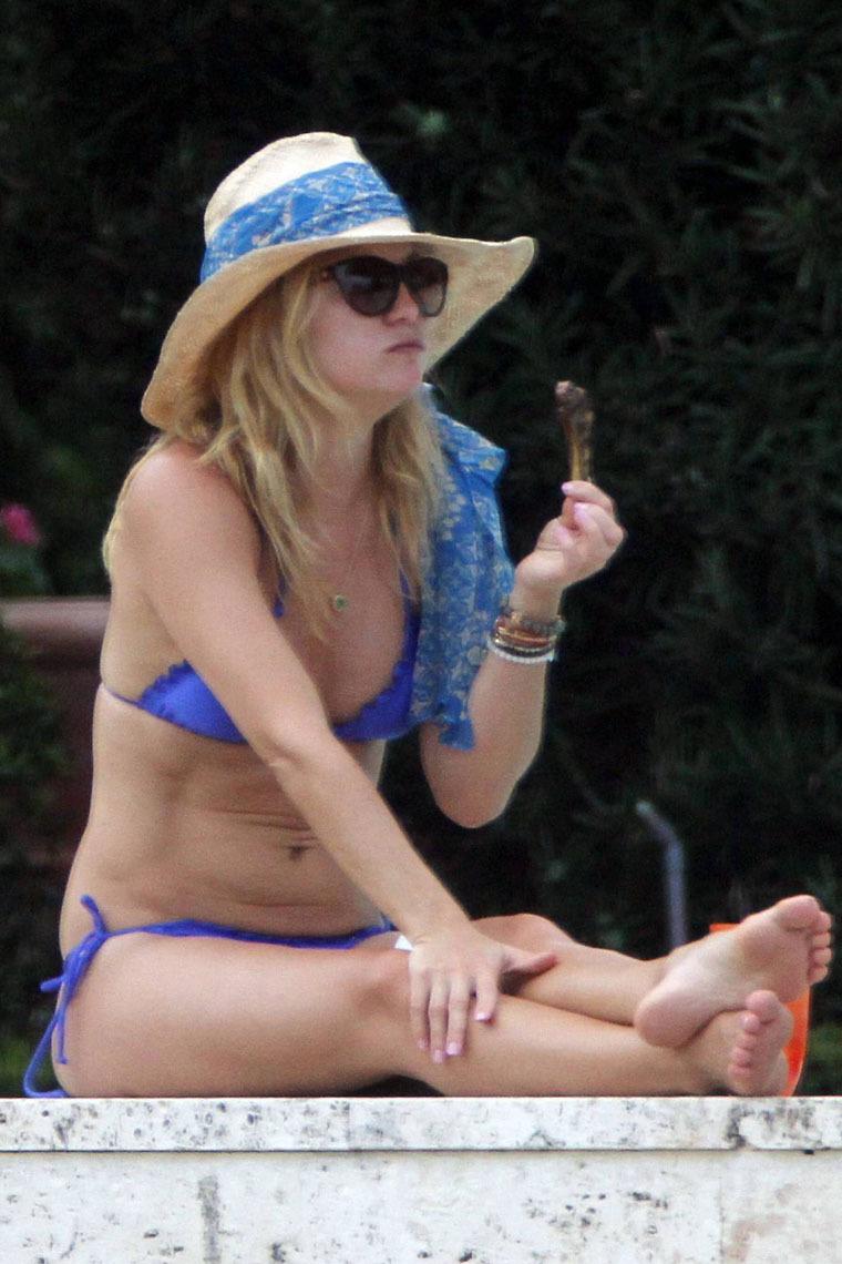 Kate Hudson 2010 : kate-hudson-bikini-in-miami-07