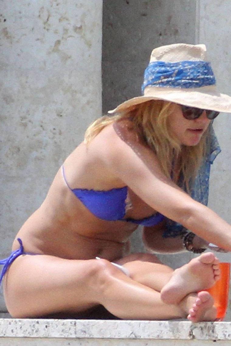 Kate Hudson 2010 : kate-hudson-bikini-in-miami-14